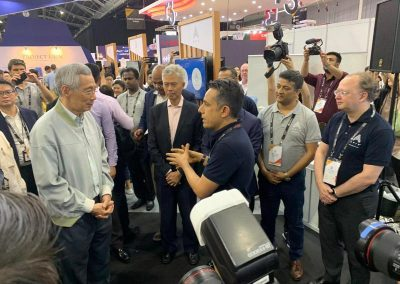 Navin presenting Percipient's cornerstone client API Exchange APIX to Singapore's Hon. PM Lee Hsien Loong at SFF'19.